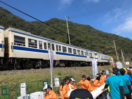 People cheering for us on train, looks like a chartered train for Kagoshima Marathon.